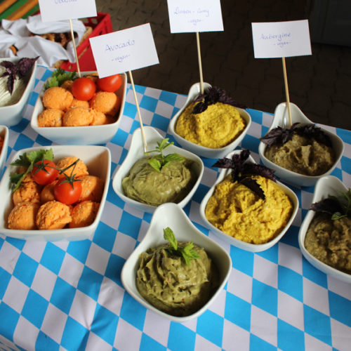 Buffet - Dips (Aubergine, Avocado, Linsen-Curry, Obazda)