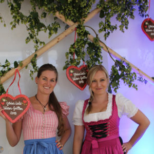 Servicepersonal in Tracht