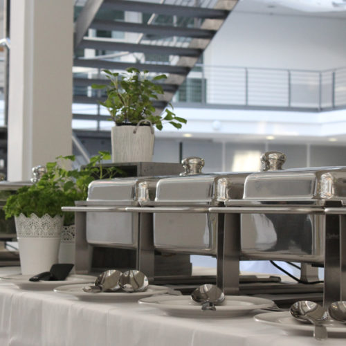 Chafing Dishes mit Buffetdekoration