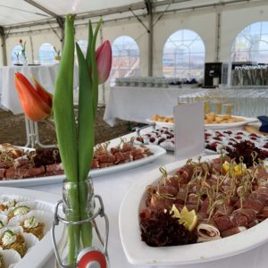 Fingerfood Buffet mit Dekoration